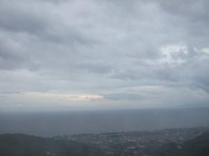 ひとすじの明るい雲