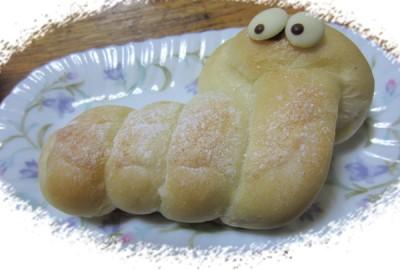 巳年のパンだよ クリームパンです