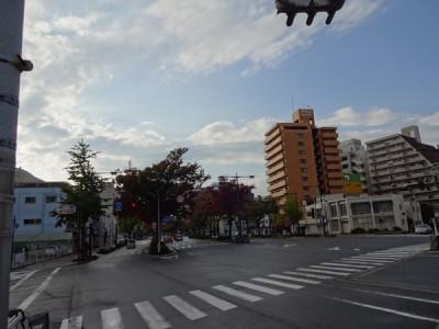 雨上がりの三木町新通