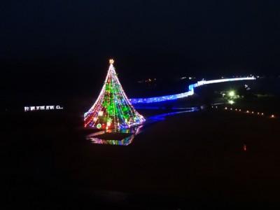 光の帯は吊り橋のイルミネーション